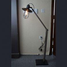 Conroe-vloerlamp